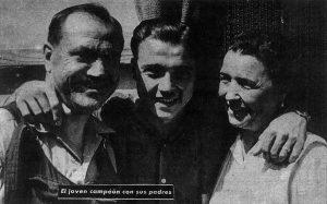 Miguel Poblet con sus padres